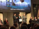 Velasco entre el Director de la Fundación BBVA y el Director de la RSEF