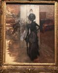 Sra de negro que mira el pastel de Emiliana Concha de la Ossa. G. Boldini
