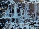 Cara: Escalando la cascada helada