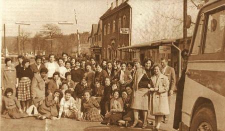 Foto 1.- Foto que se hicieron las primeras expedicionarias al llegar a Remscheid, acompañadas de Horst Kubia