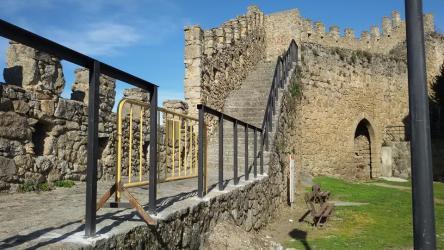 Barandilla alejoide en la muralla de Béjar