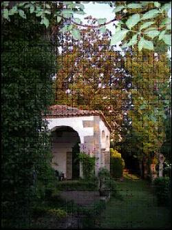 Foto 29. Cenador visto desde el lado oeste con uno de los magnolios detrás.