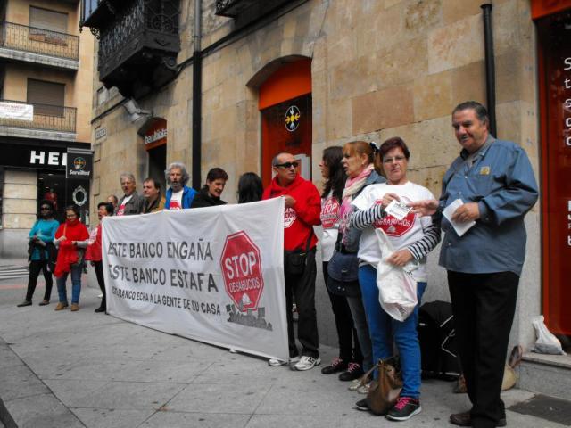 Stop desahucios contin a sus protestas contra las for Hipoteca oficina directa